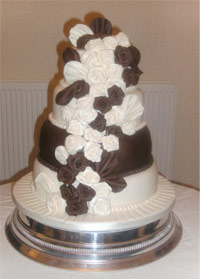 wedding cakes londonderry classic cakes derry bespoke wedding cakes derry 24937